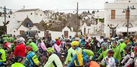 GF Alberobello Murge 2016 partenza con i Trulli