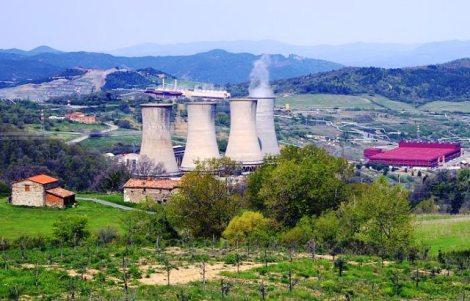 pomarance_larderello_centrale_geotermica[1]