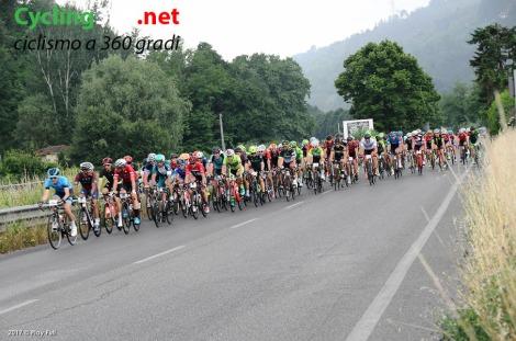 ciclisti-pedalano-alla-cipollini copy